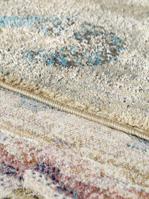 Farbiger Luxus Teppich in einer Detailaufnahme