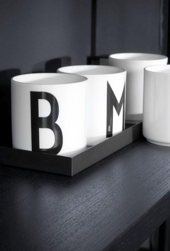 Küchendeko Becher mit Initialien B und M