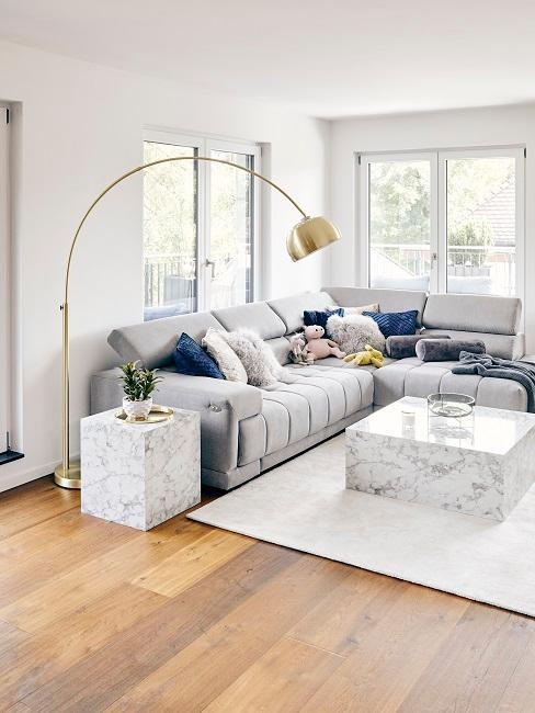 Das große Ecksofa von team Harrison punktet für die Familie mit Komfort durch genug Platz und reichlich Kissen und Decken
