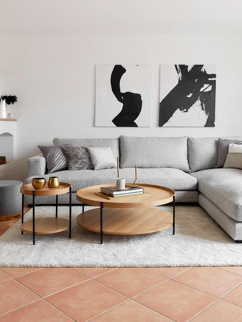 Modernes Wohnzimmer im Skandi Style mit hellgrauer Couch