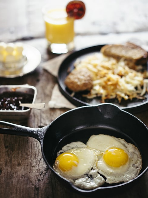 Colazione salata: uova in padella