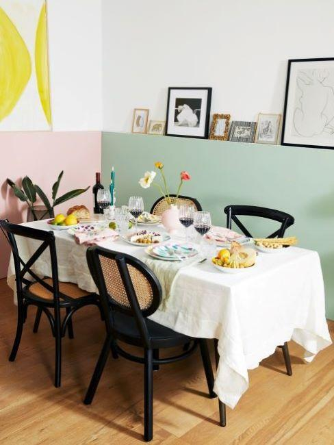 sala da pranzo classica moderna con sedie in vimini