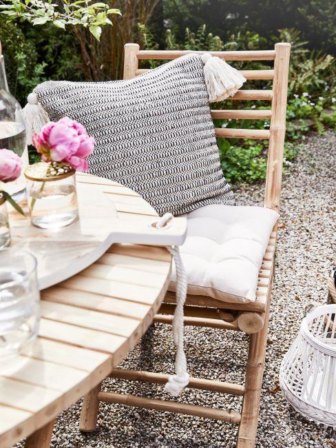 idee giardino piccolo - tavolo e sedie da esterno