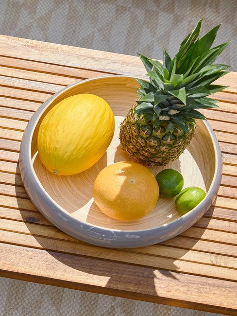 Taca dekoracyjna z egzotycznymi owocami