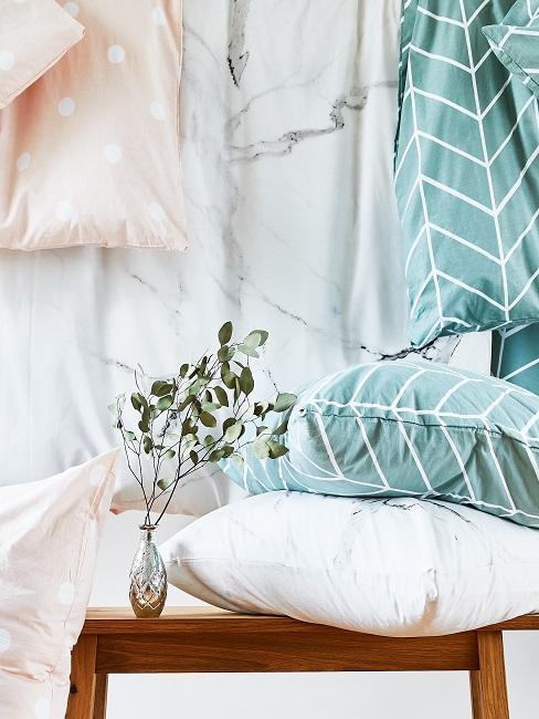 Verschiedene Bettwäschearten auf einem Bild