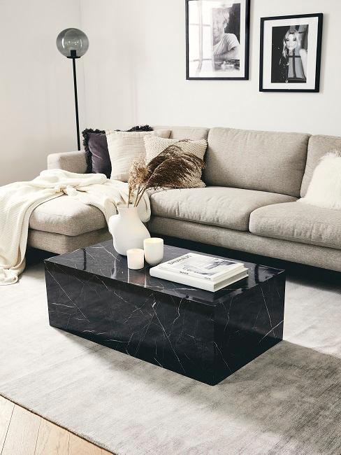 Boho Wohnzimmer mit Marmortisch