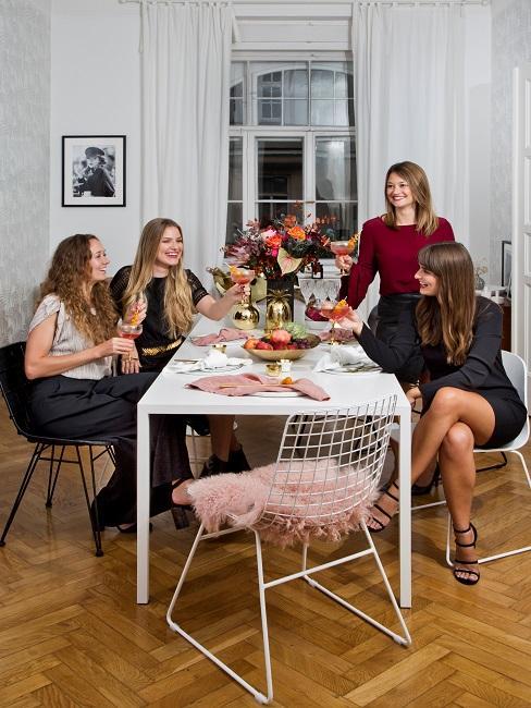 Cocooning Frauen Gemeinschaftlichkeit Tisch Esstisch Freunde
