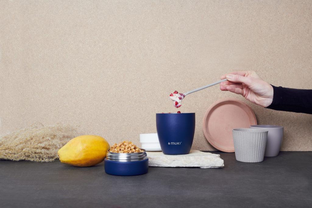 Blauer muki Pot mit Löffel