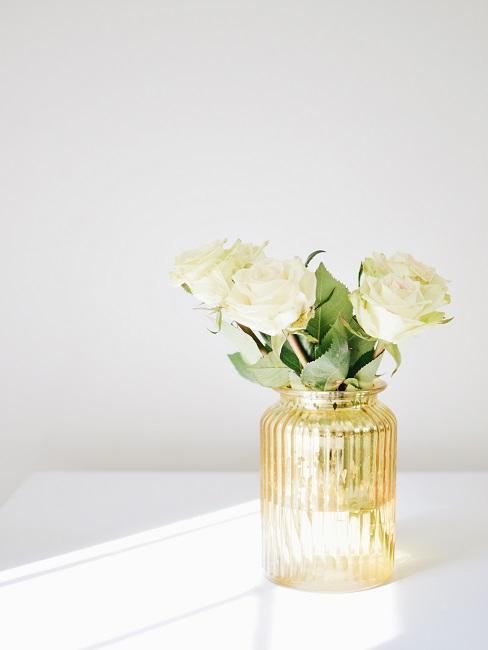 Weiße Rosen Deko in Glasvase