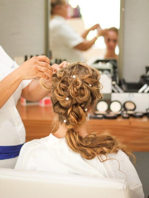 mujer con peinado de boda