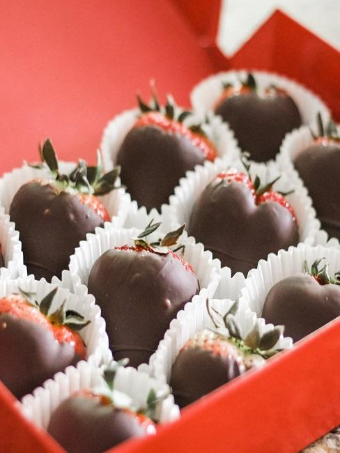Chocolate strawberries in a red box