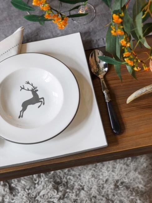 Gmunder Porzellan mit dem Hirsch Motiv in Grau
