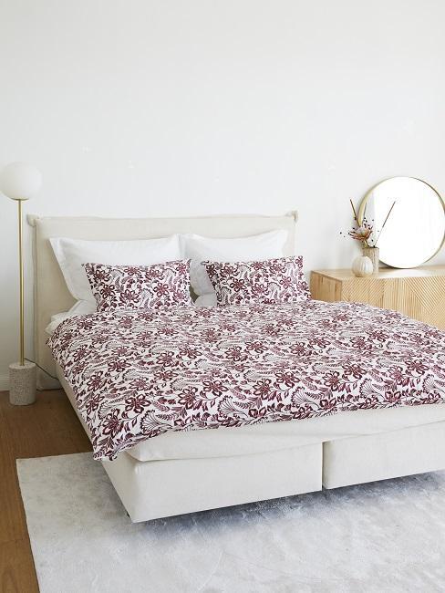 Country Style Schlafzimmer mit floraler Bettwäsche