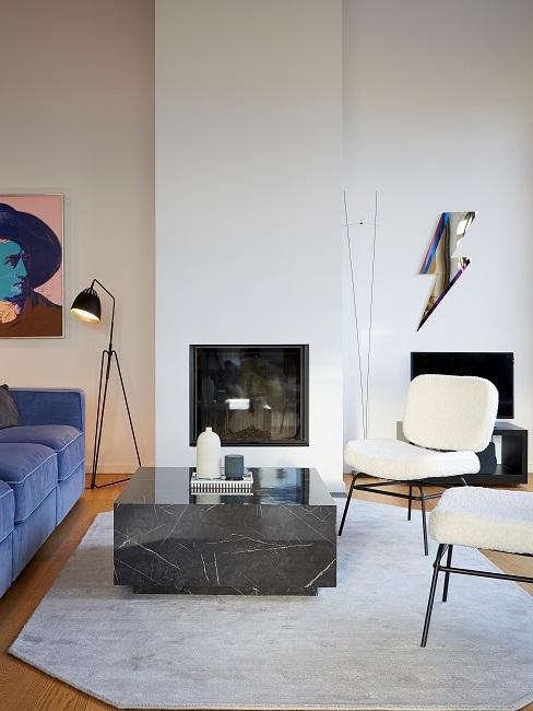 Wohnzimmer mit verschiedenen Materialien