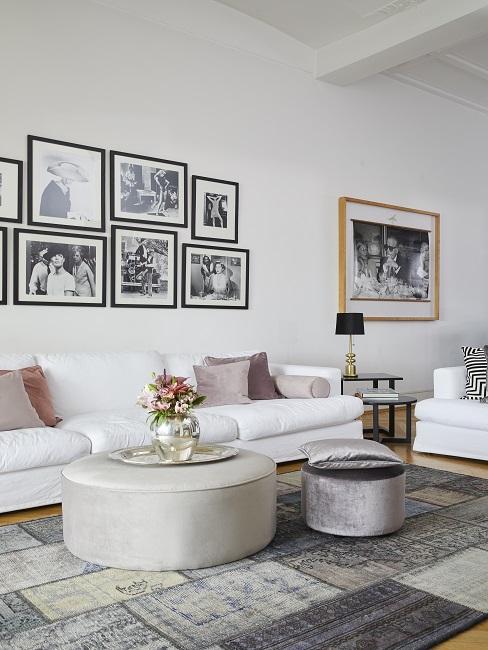 Scandi Style Wohnzimmer mit großer Bilderwand