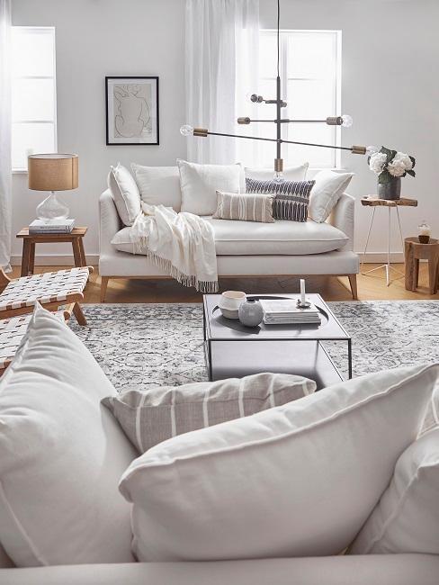 Wohnzimmer Landhausstil Sofaecke Teppich Deko