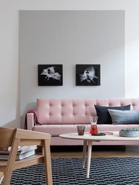 Wandfarbe Grau in Wohnzimmer mit rosa Sofa