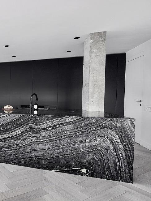 Industrial Küche mit Betonpfahl und Marmor Küchenfront
