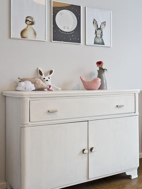 Drei Wandbilder im Babyzimmer mit Tiermotiven