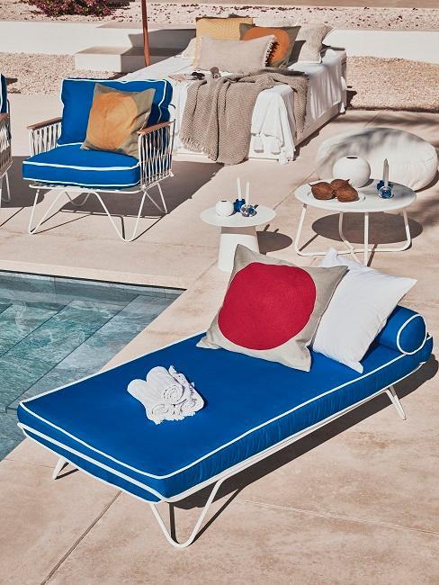Pool Party Liegen Handtücher Kissen