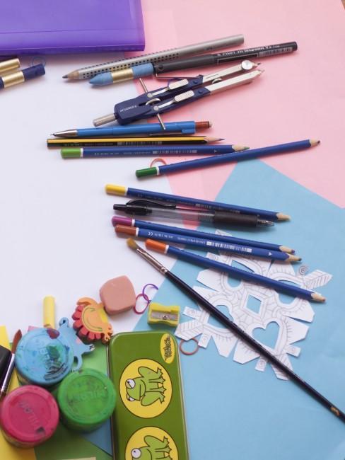lapieces de colores y papeles