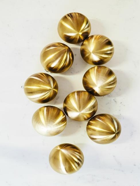 Boules de Noël dorées
