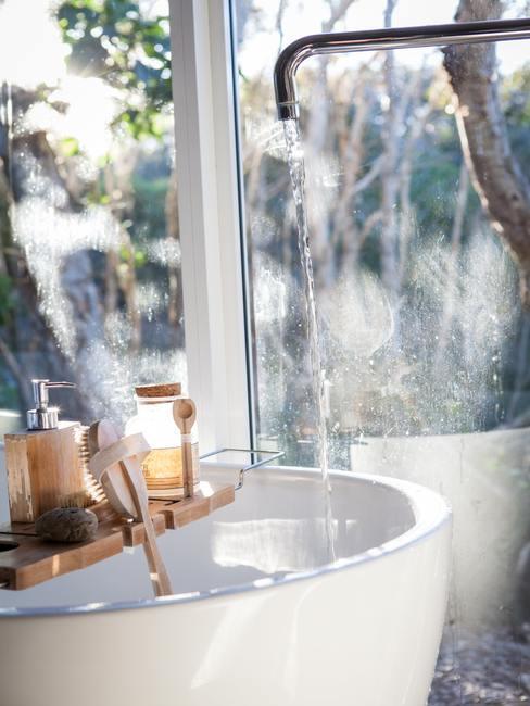 Baignoire avec produits cosmetiques