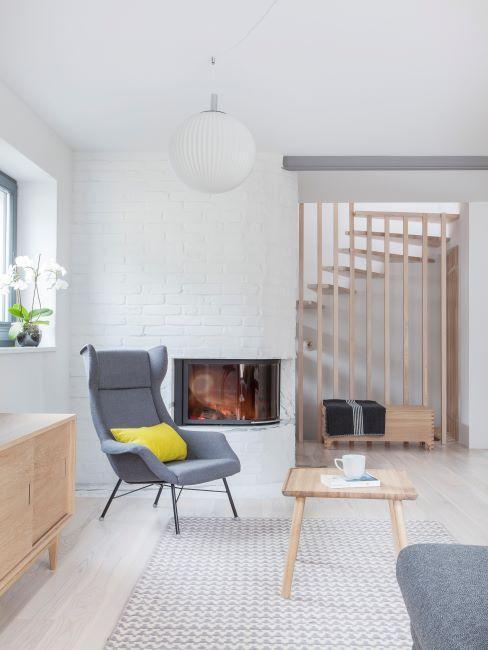 Salon avec briques apparentes peintes en blanc