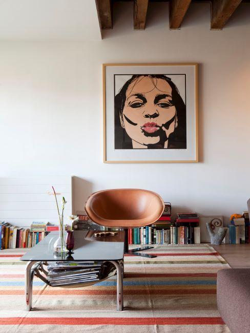 Living avec un grand cadre mural