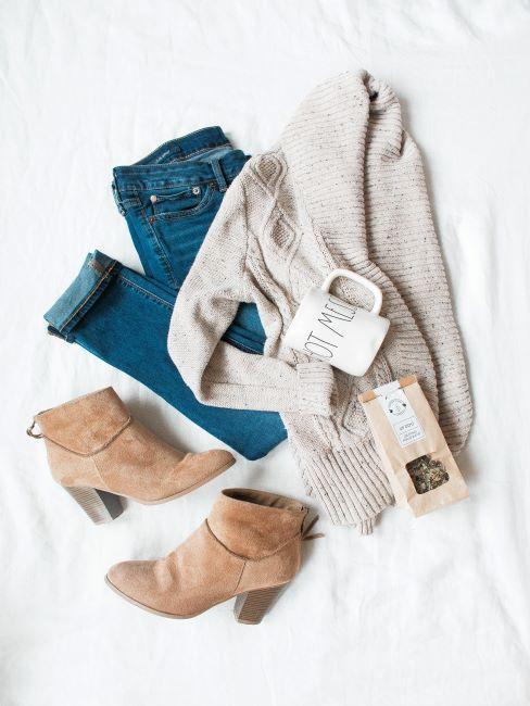 Pull, jeans, boots, mug