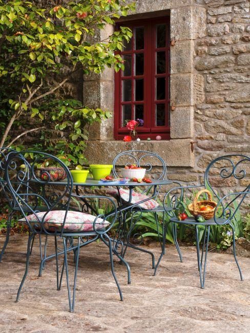 Mobilier de jardin en fer bleu turquoise