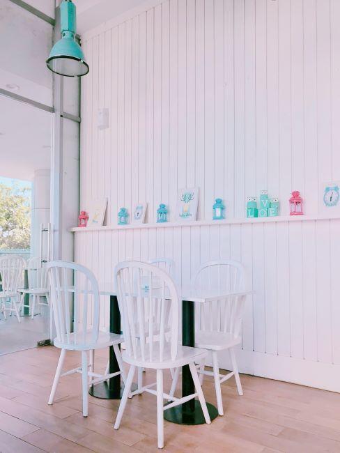 chambre denfants blanche et minimaliste