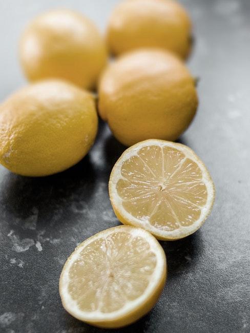limone per pulire il forno