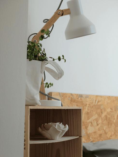 Dettaglio con lampada e accessori