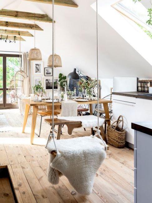 cucina con pavimento in legno
