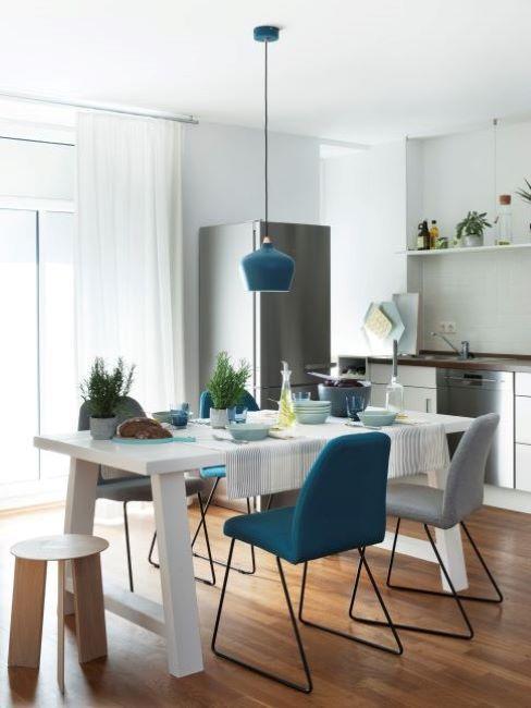 cucina con pavimenti in legno