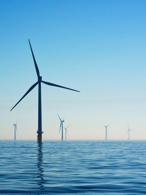 Windmolens in zee