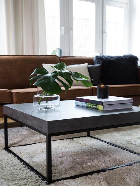 fijne vaderdag woonkamer met cognacleren bank en zwarte salontafel