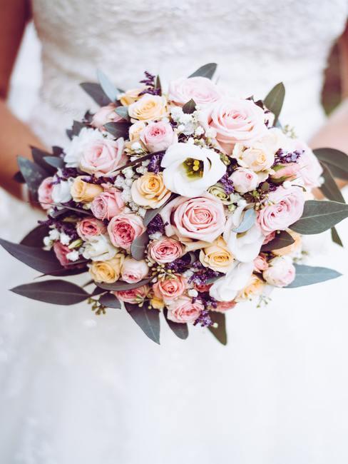 Boeket bloemen in de hand