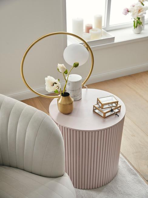 Modern interieur beige en oude roze