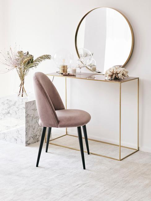 Toaletka w sypialni w stylu glamour