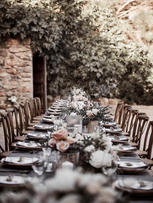 Aranżacja stołu weselnego w stylu boho