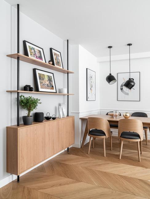 Salon z jadalnią z drewnianymi elementami