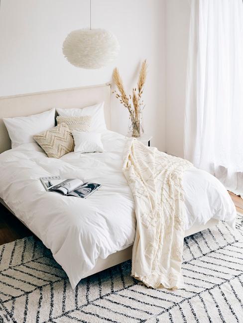 Sypialnia jasna w stylu boho