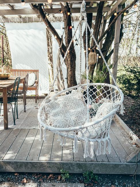 Pleciona huśtawka w ogrodzie blogerki podróżniczej Travelicious