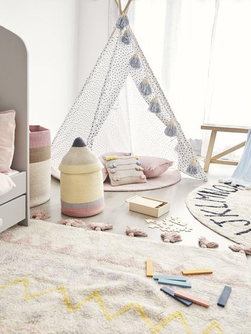 Pokój dziecięcy z namiotem do zabaw