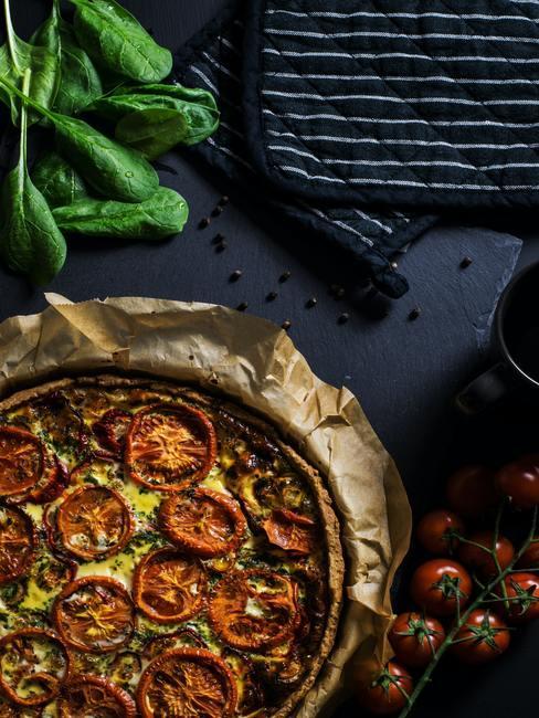 Tarta z pomidorami i inne przepisy na lato