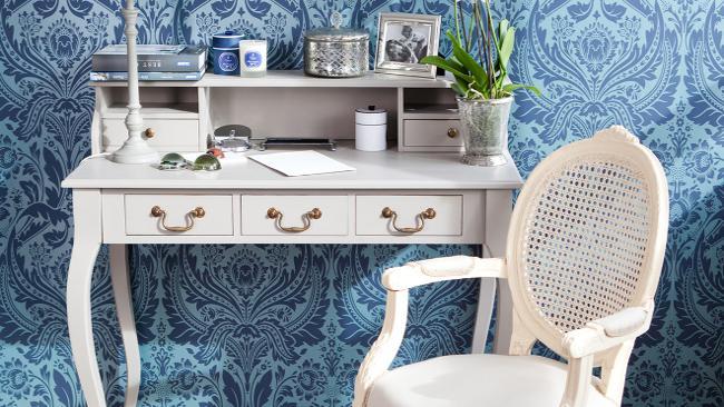 Arbeitsplatz einrichten mit Blau und Weiß