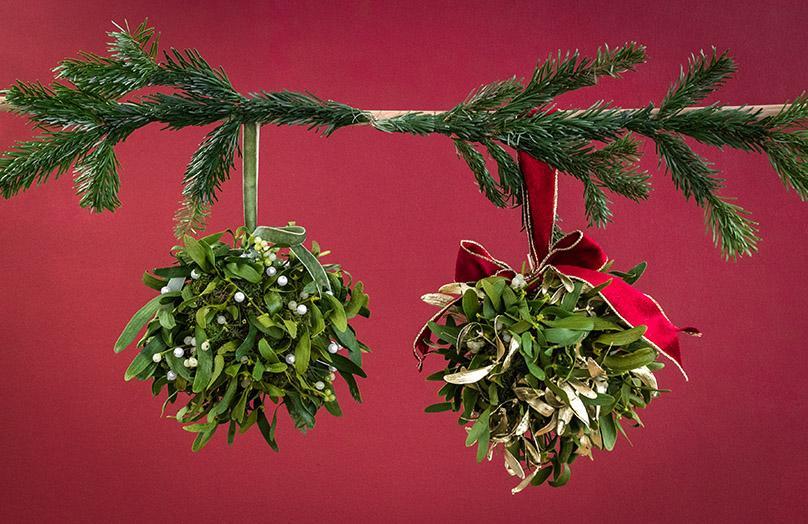 Weihnachtliche Romantik: DIY Mistelzweigkugel