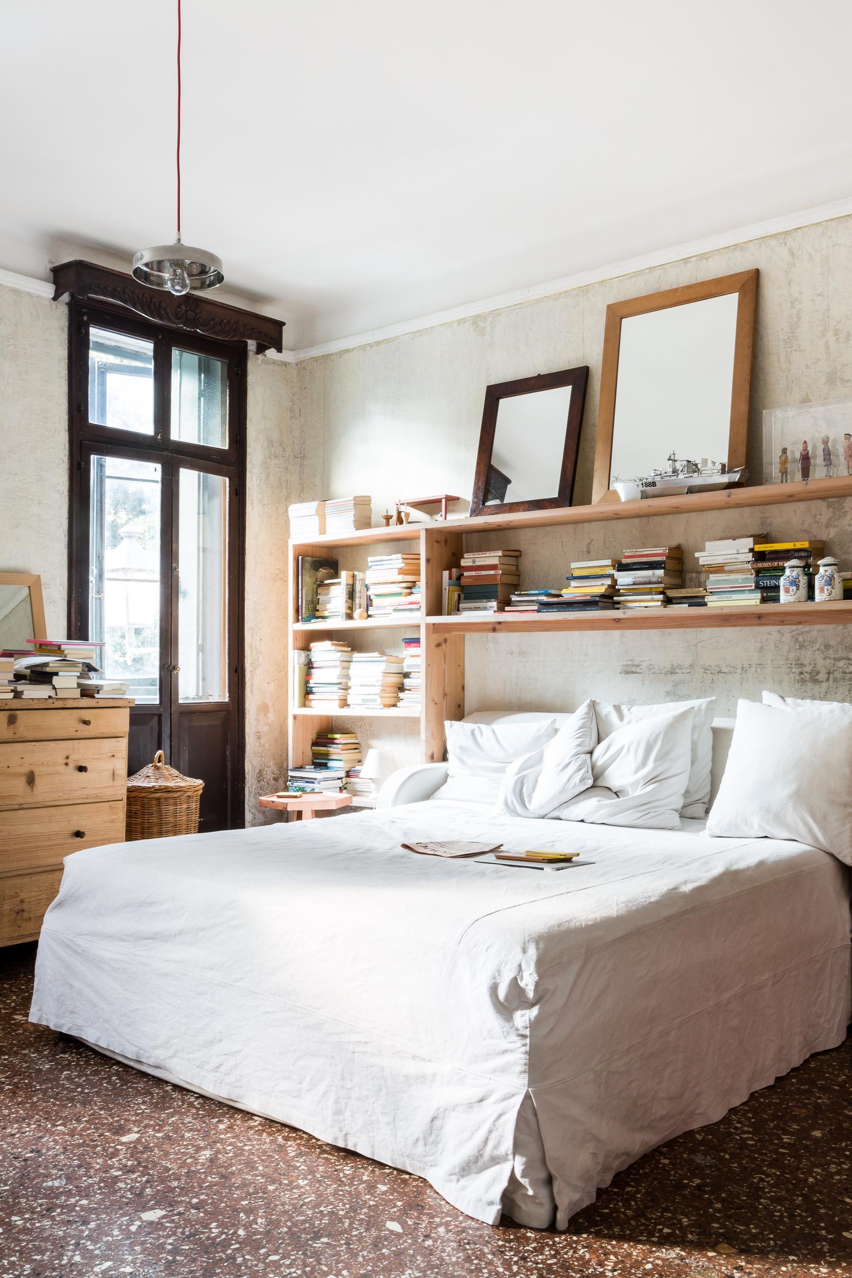 La camera da letto è un luogo di relax particolarmente stimolante per la creatività dell'architetto.
